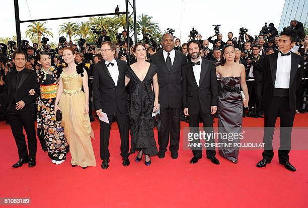 Mexican actor Gael Garcia Bernal Japanese actress Yoshino Kimura US actress Julianne Moore Brazilian director Fernando Meirelles and his wife US...