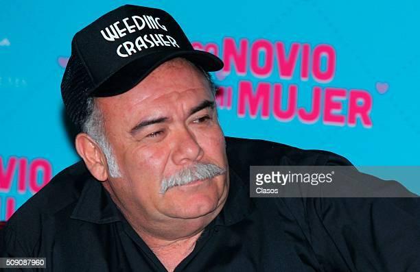 Mexican actor Jesus Ochoa attends a press conference of the film 'Busco novio para mi mujer' at Universidad square on February 08 2016 in Mexico City