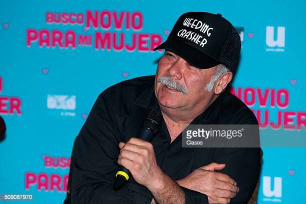 Mexican actor Jesus Ochoa speaks during a press conference of the film 'Busco novio para mi mujer' at Universidad square on February 08 2016 in...