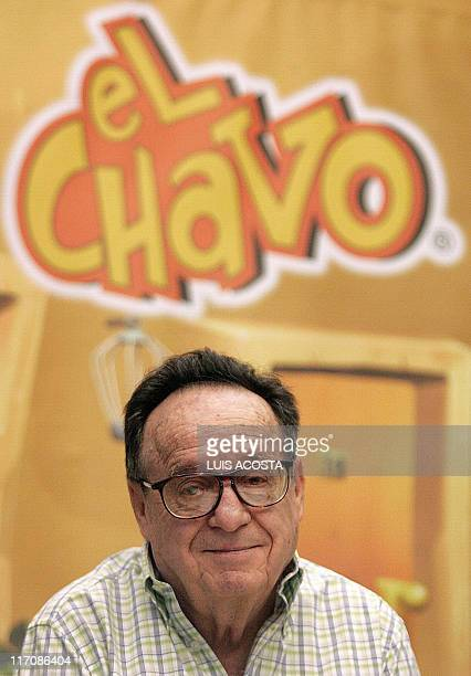 Mexican actor Roberto Gomez Bolanos Chespirito poses during the launching of a television series on October 10 2006 in Mexico City 'El Chavo del...