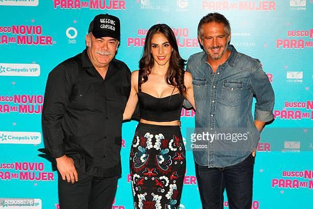 Mexican actors Jesus Ochoa Sandra Echeverria and Arath de la Torre pose for pictures during a press conference of the film 'Busco novio para mi...
