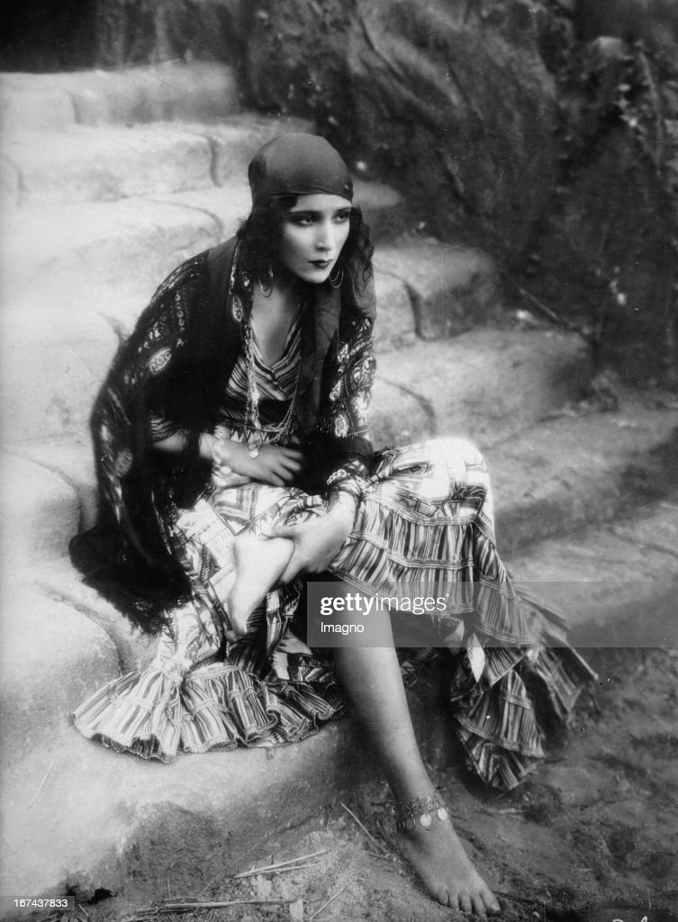 Mexican actress Dolores del Rio. Photograph. About 1930. (Photo by Imagno/Getty Images) Die mexikanische Filmschauspielerin Dolores del Rio. Photographie. Um 1930.