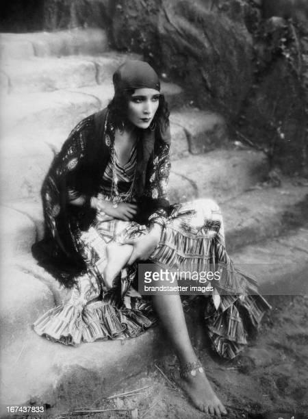 Mexican actress Dolores del Rio Photograph About 1930 Die mexikanische Filmschauspielerin Dolores del Rio Photographie Um 1930