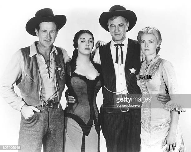Mexican actress Katy Jurado American actors Lloyd Bridges Gary Cooper and Grace Kelly on the set of High Noon directed by AustrianAmerican Fred...