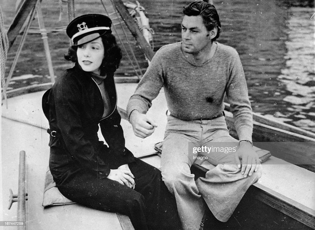 Mexican actress Lupe Vélez and the actor Johnny Weissmüller. 1935. Photograph. (Photo by Imagno/Getty Images) Die mexikanische Schauspielerin Lupe Vélez und der Schauspieler Johnny Weissmüller (Weissmuller) 1935. Photographie.