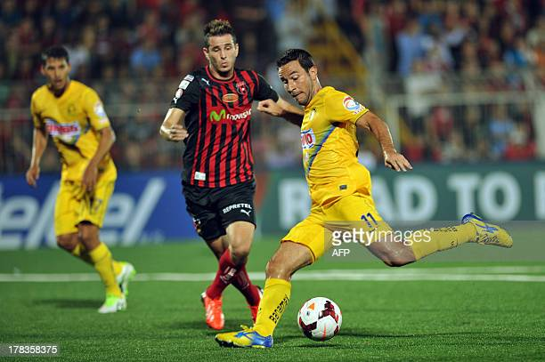 Mexican America's player Luis Gabriel Rey vies for the ball with Elias Palma of Costa rican Liga Deportiva Alajuelense during the Concacaf Champions...