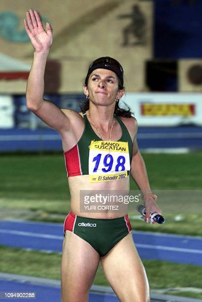 Mexican Ana Guevara greets the public 06 December 2002 after winning the 4 x 400 mt race of the XIX Central American and Carribean Games 2002 La...