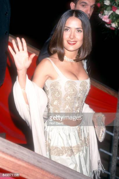 Mexican and American film actress Salma Hayek arrives for the premiere of the film 'Dogma' in Cannes on May 20 1999 during the 52nd annual Cannes...