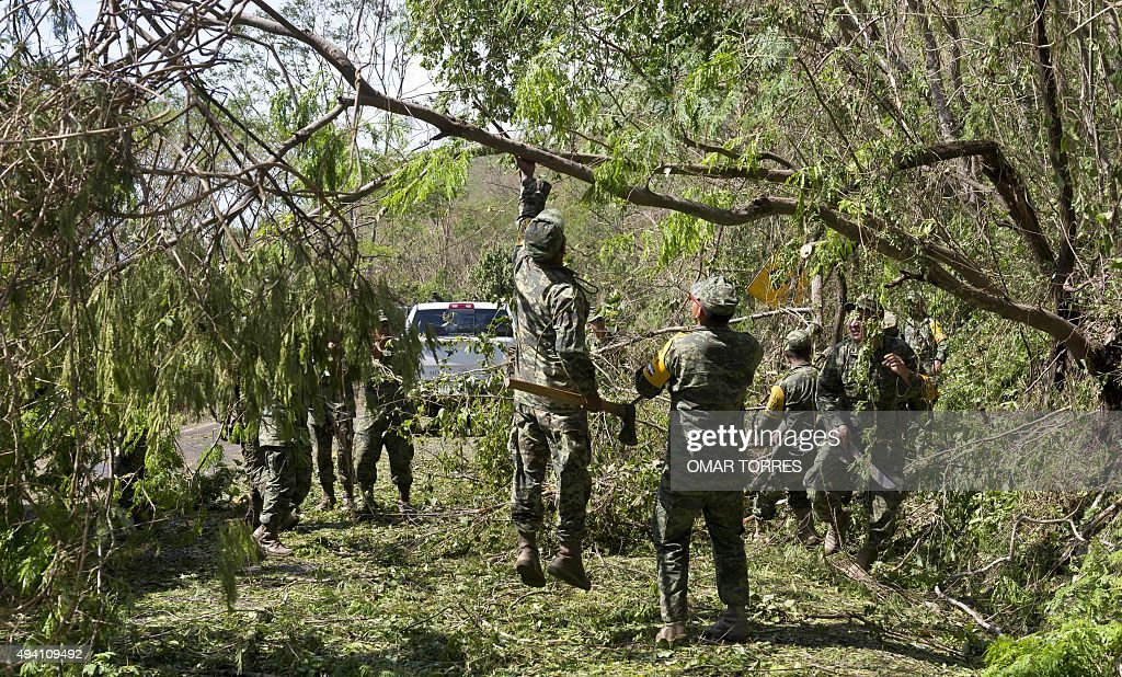 Mexican Army Soldiers Work To Clear The Melaque Las Manzanillas Road