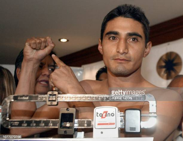 Mexican boxer Erik 'Terrible' Morales is weighed in before the fight in Mexico City 21 February 2003 El boxeador mexicano Erik 'Terrible' Morales...