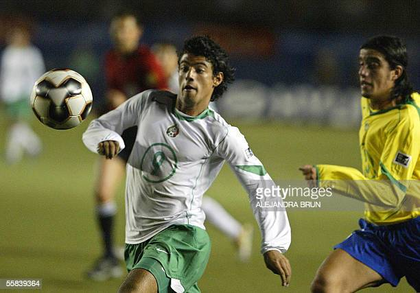 Mexican Carlos Vela vies for the ball with Roberto from Brazil during their FIFA U17 final match in Lima 02 October 2005 AFP PHOTO/Alejandra BRUN