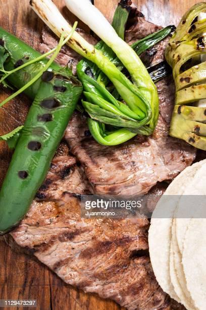 mexican carne asada from above - carne assada imagens e fotografias de stock