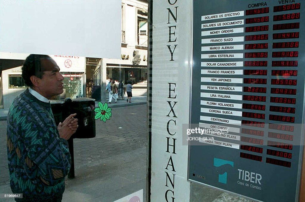 A Mexican checks the international exchange rate f : News Photo