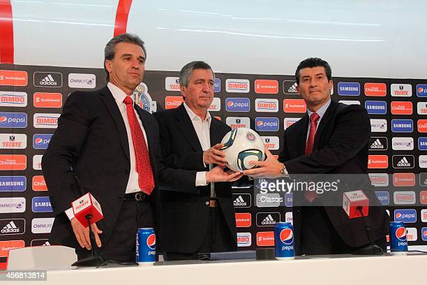 Mexican coach and former player Jose Manuel 'Chepo' de la Torre is presented as new coach of Club Chivas de Guadalajara at Omnilife Stadium on...