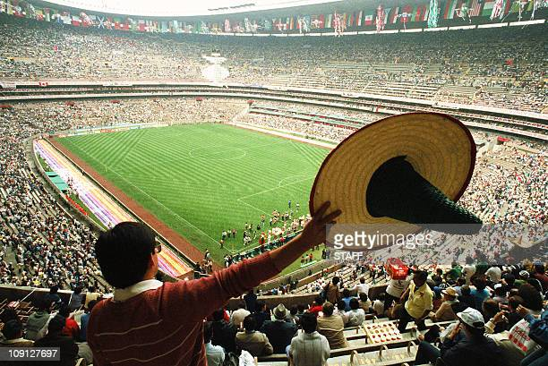 A Mexican fan waves a sombrero as he waits with thousands of fans for the start of the opening ceremony of the 13th World Cup 30 June 1986 at the...