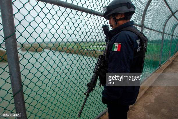 Mexican Federal Police officers guard the international bridge, natural border betweenn Piedras Negras, Coahuila, Mexico, and Texas on February 10,...
