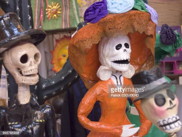 Mexican figurines on the topic of death Figurines Mexicaines sur le thme de la mort