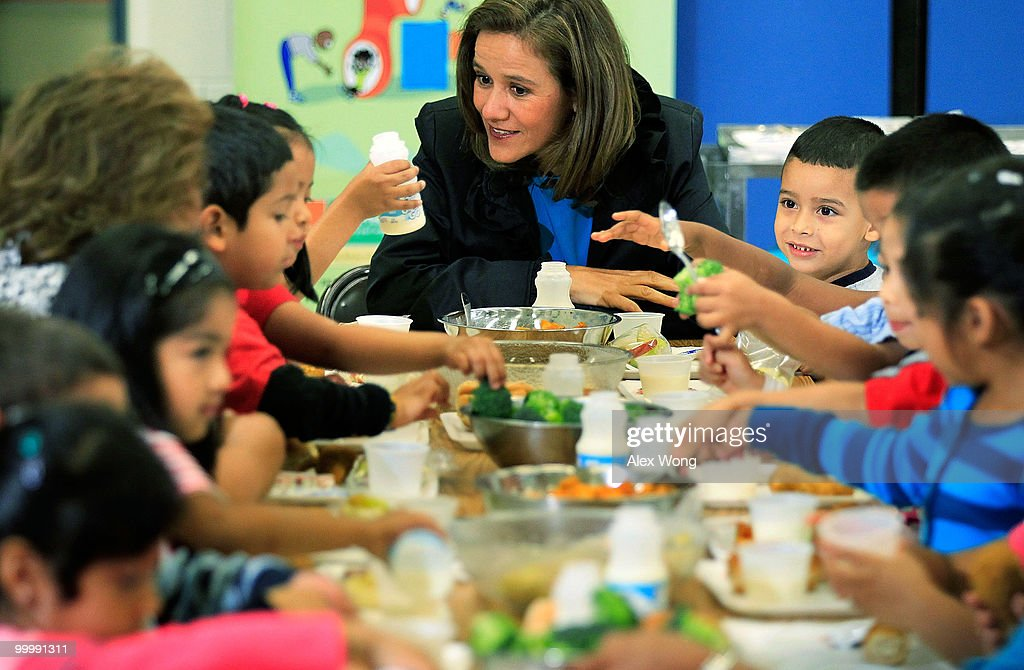 Mexican first lady Margarita Zavala (C) talks to Head Start students during lunch as she visits New Hampshire Estates Elementary School, which was awarded the USDA�s Healthier US School Challenge Silver Award in 2009 and partnered with a school in Mexico as part of the Monarch Butterfly Sister School Program, May 19, 2010 in Silver Spring, Maryland. President of Mexico Felipe Calderon is on a state visit to Washington with his wife.