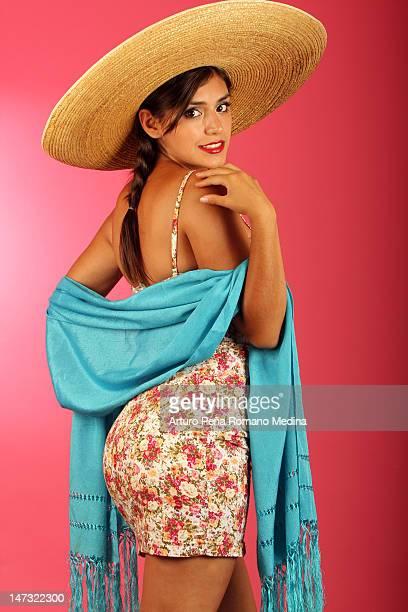 Mexicana flirts a la cámara.