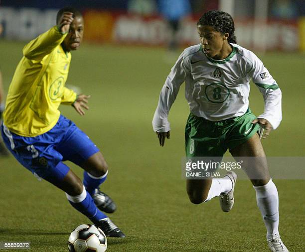 Mexican Giobanni Dos Santos and Sidnie from Brazil fight for the ball during their FIFA U17 final match in Lima 02 October 2005 AFP PHOTO/Daniel SILVA