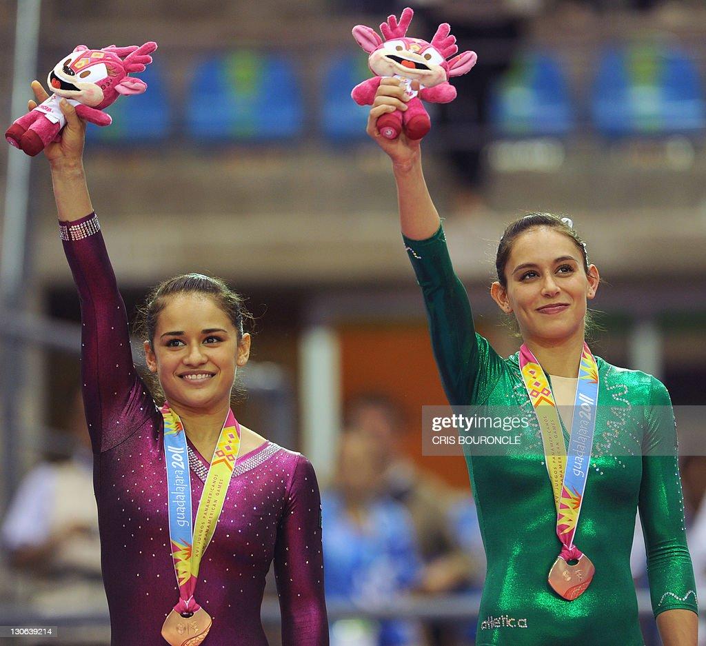 Mexican gymnasts Elsa Garcia (L) and Mar : News Photo