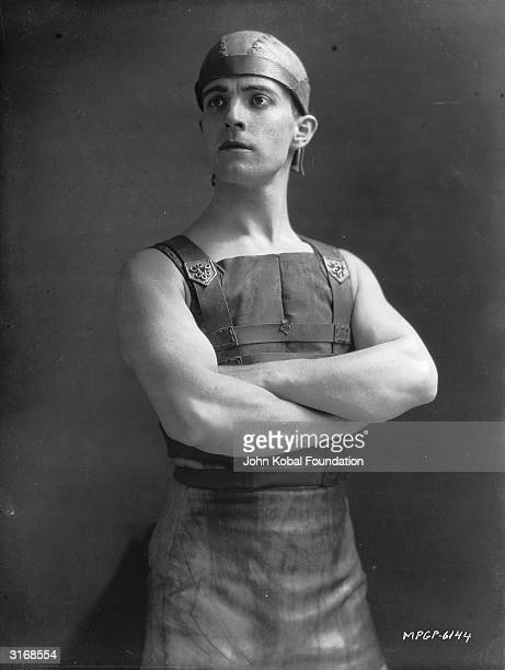 Mexican heartthrob Ramon Novarro plays the beleaguered hero of the Roman epic 'BenHur' directed by Fred Niblo