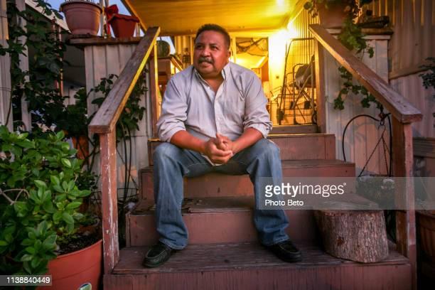 usa/mexico-mexicanen in de vs - mid volwassen mannen stockfoto's en -beelden