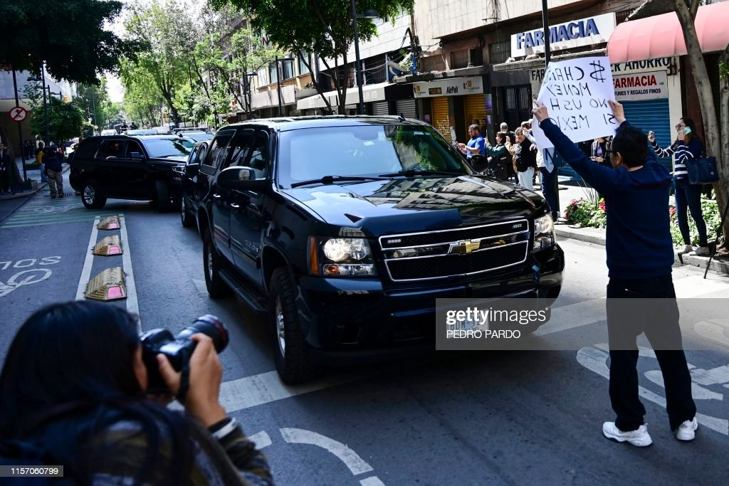 MEXICO-US-POMPEO-PROTEST : News Photo