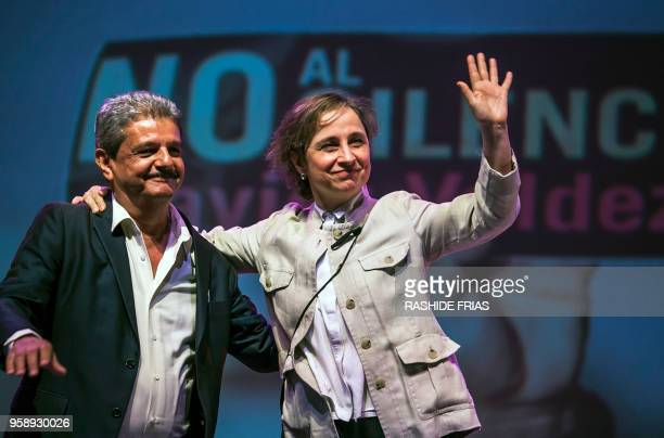 Mexican journalist Carmen Aristegui and the director of Mexican weekly Riodoce Ismael Bojorquez attend a ceremony at the University de Occidente to...