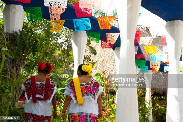 mexican ladies in costume - claudio capucho stock photos and pictures