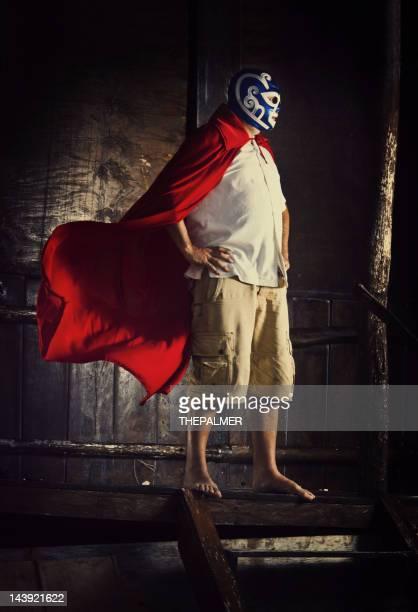 メキシコ luchador の前で、ビーチでのカバナ - プロレス ストックフォトと画像