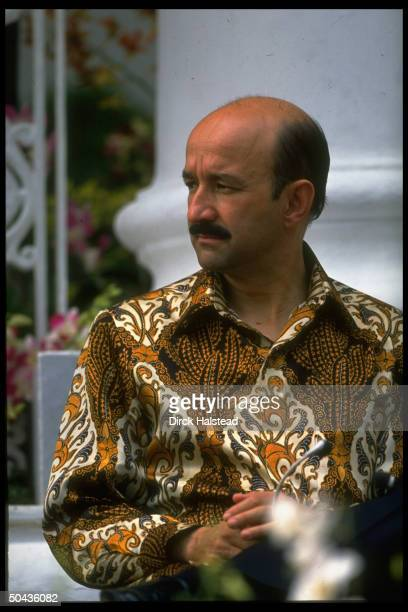 Mexican Pres. Carlos Salinas de Gortari sporting batik shirt, among ldrs. At Asia-Pacific Economic Cooperation summit.