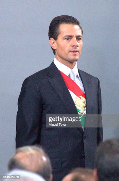 Mexican president Enrique Peña Nieto waves attends the Presentation of Second Anual Report of Mexican Federal Government at National Palace on...