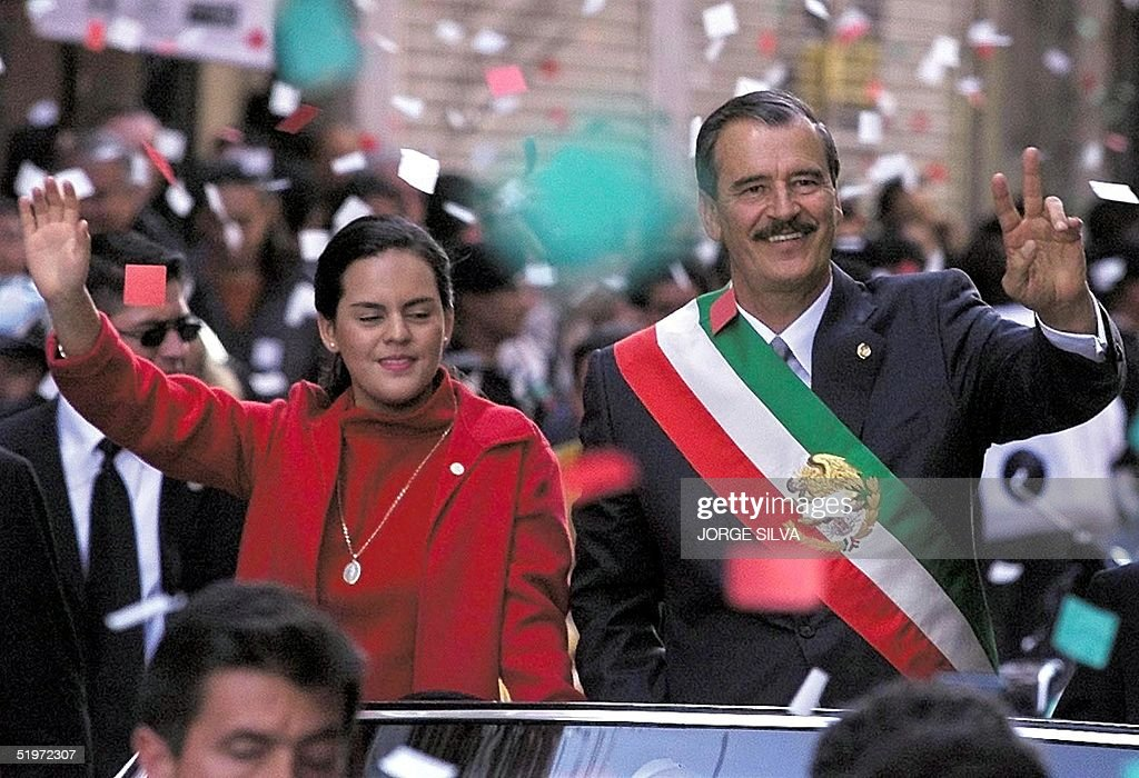 Mexican President Vicente Fox, along with his daug : News Photo