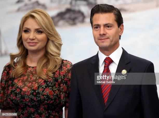 Mexican President's wife Angelica Rivera and Mexican President Enrique Pena Nieto pose for a photo prior to the dinner on September 4 2017 in Xiamen...