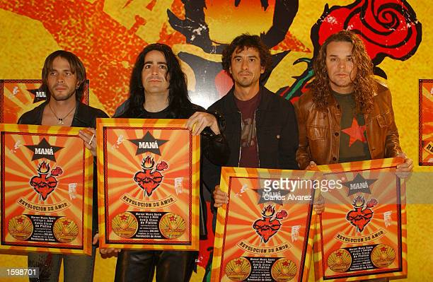 Mexican rock band Mana receive a platinum disk for their new album Revolucion de amor November 8 2002 at Villamgna Hotel in Madrid Spain