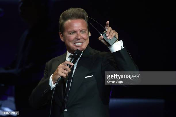 Mexican singer Luis Miguel performs during a show as part of the 'Mexico por Siempre' Tour at American Airlines Center on May 25 2018 in Dallas Texas