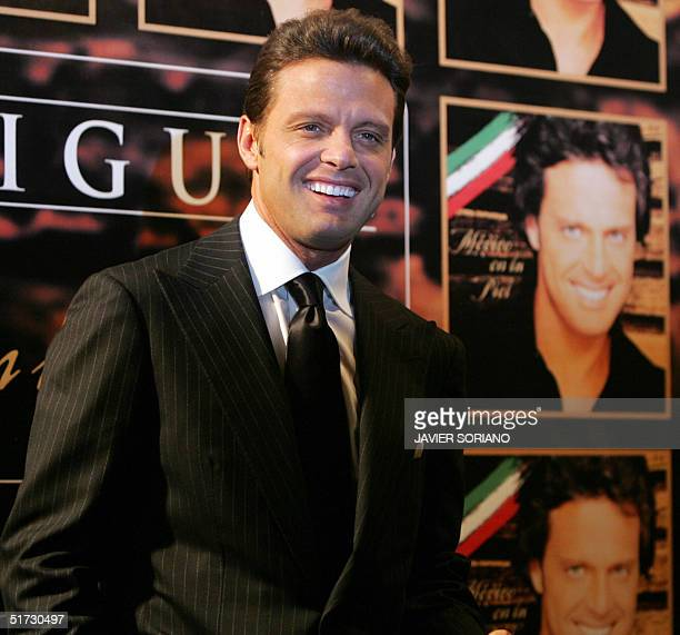 Mexican singer Luis Miguel smiles for the photographers during the presentation of his new CD 'Mexico en la Piel' in Madrid 11 November 2004 AFP...