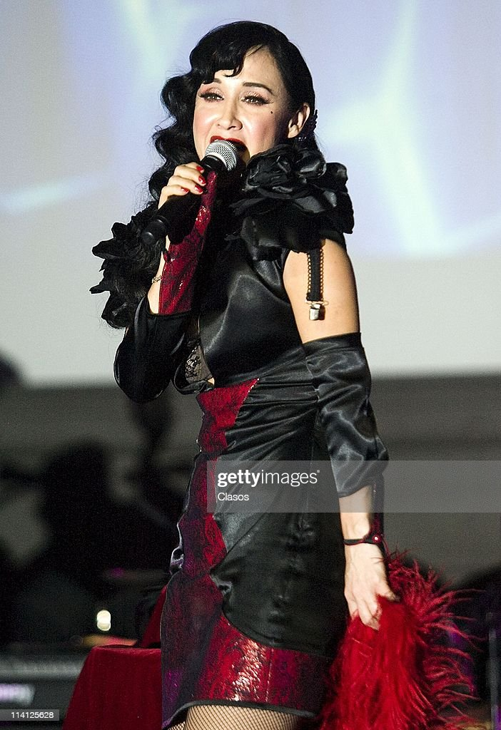 Mexican singer Susana Zabaleta sings during a concert to present new album Kinky Retorcido at Museo Nacional de Arte on 11 May, 2011 in Mexico City, Mexico