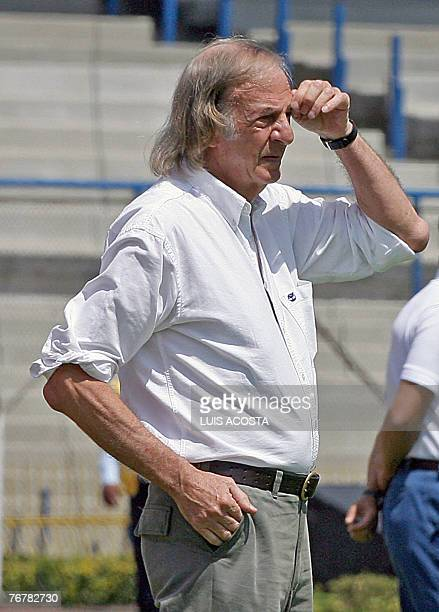 Mexican Tecos' coach Argentine Cesar Luis Menotti gestures during their Mexican League opening tournament match against Pumas in Mexico City 16...
