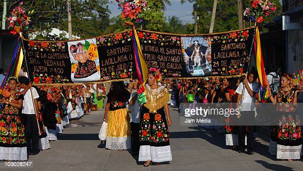 Mexican tehuanas take part in the Convite en Laollaga as part of the festivities in Isthmus of Tehuantepec know as Las Velas del Istmo at Santiago...