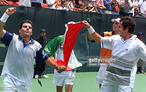 Mexican tennis players David Roditi and Alejandro Hernandez celebrate a victory against Venezuela in the Davis Cup AFP PHOTO/Omar TORRES Los tenistas...
