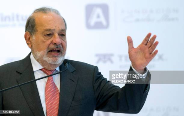 Mexican Tycon Carlos Slim delivers a speech during the launch of the digital platform Apprende at Sumaya Museum in Mexico City on June 15 2016