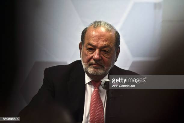Mexican tycoon Carlos Slim speaks during a press conference in Mexico City on October 10 2017 / AFP PHOTO / RONALDO SCHEMIDT