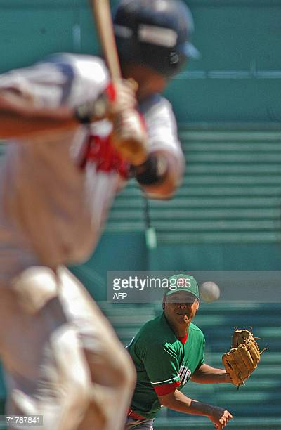 Mexican winner pitcher Rafael Diaz pitches againts Panama during their Americas Olympic Qualifying Tournament match 05 September 2006 at the Latin...