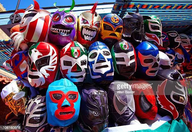mexican wrestling masks on olvera street. - プロレス ストックフォトと画像