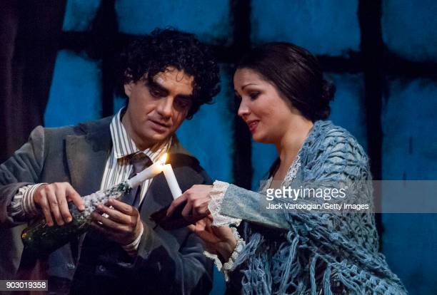 Mexicanborn French tenor Rolando Villazon and Russian soprano Anna Netrebko perform during the final dress rehearsal of Act 1 of the Metropolitan...