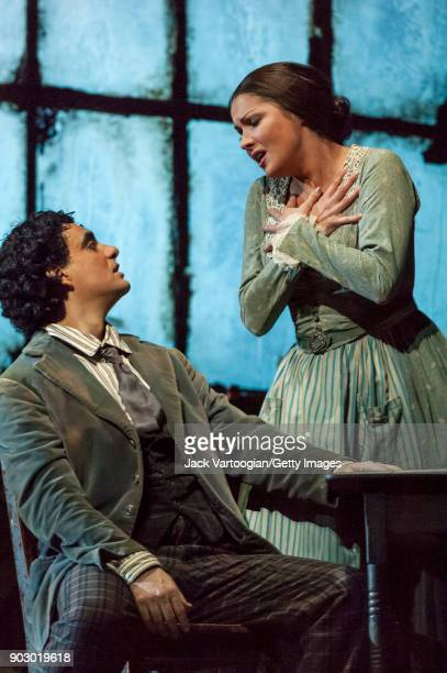 Mexicanborn French tenor Rolando Villazon and Russian soprano Anna Netrebko perform during the final dress rehearsal of Act 1 of the Metropolitan...