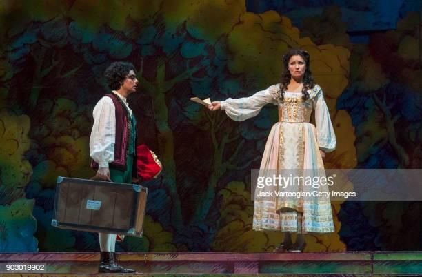 Mexicanborn French tenor Rolando Villazon and Russian soprano Anna Netrebko perform during the final dress rehearsal of Act 2 of the Metropolitan...