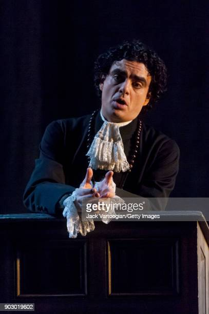 Mexican-born French tenor Rolando Villazon performs during the final dress rehearsal of Act 3, scene 2 of the Metropolitan Opera/Jean-Pierre Ponnelle...